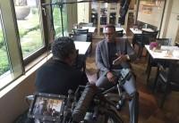 Pablo Thiam beim DFL-Dreh 2016 mit Kwamena Odum.