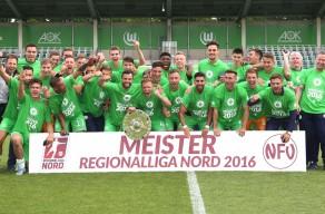 Die U23 feiert Ihre Meisterschaft in der Regionalliga Nord 2016