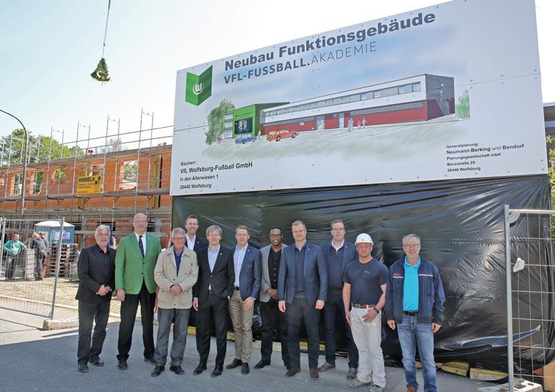 Richtfest des Funktionsgebäudes der VfL-Fußball.Akademie